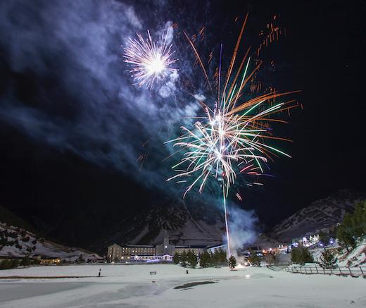 Celebra La Magia De La Noche De Navidad Y Año En Vall De Núria