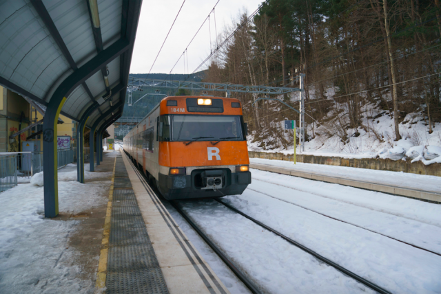 FGC and RENFE renew the offer of combined Skitren tickets for skiing in La Molina; and TreNatura, to visit Vall de Núria